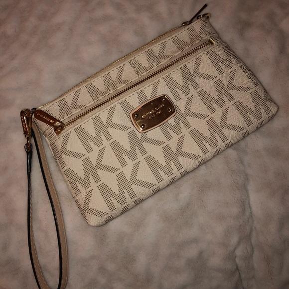 Michael Kors Handbags - Brand new Michael Kors wallet